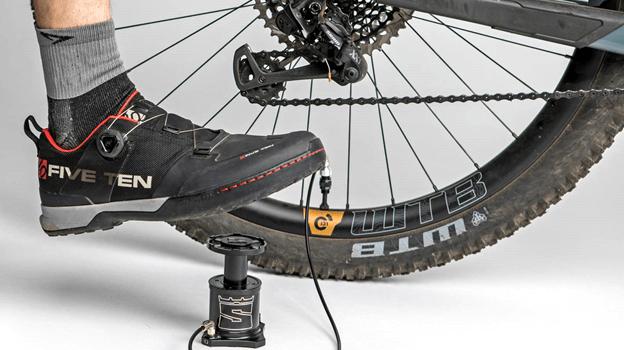 Stompump: A Handy Bicycle Foot Pump 3