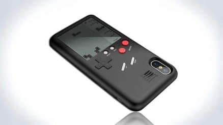 Wanle Gamers Console: A Gameboy at The Back of Your iPhone 4