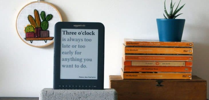 Jaap Meijers has Recycled an Old Amazon Kindle into a surprisingly useful Literary Quote Digital Clock 3