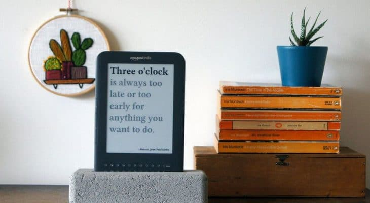 Jaap Meijers has Recycled an Old Amazon Kindle into a surprisingly useful Literary Quote Digital Clock 1